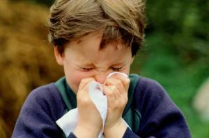 Flu dan Pilek Itu Beda bersin 1
