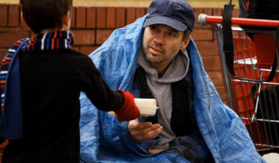 Giving Food to Homeless