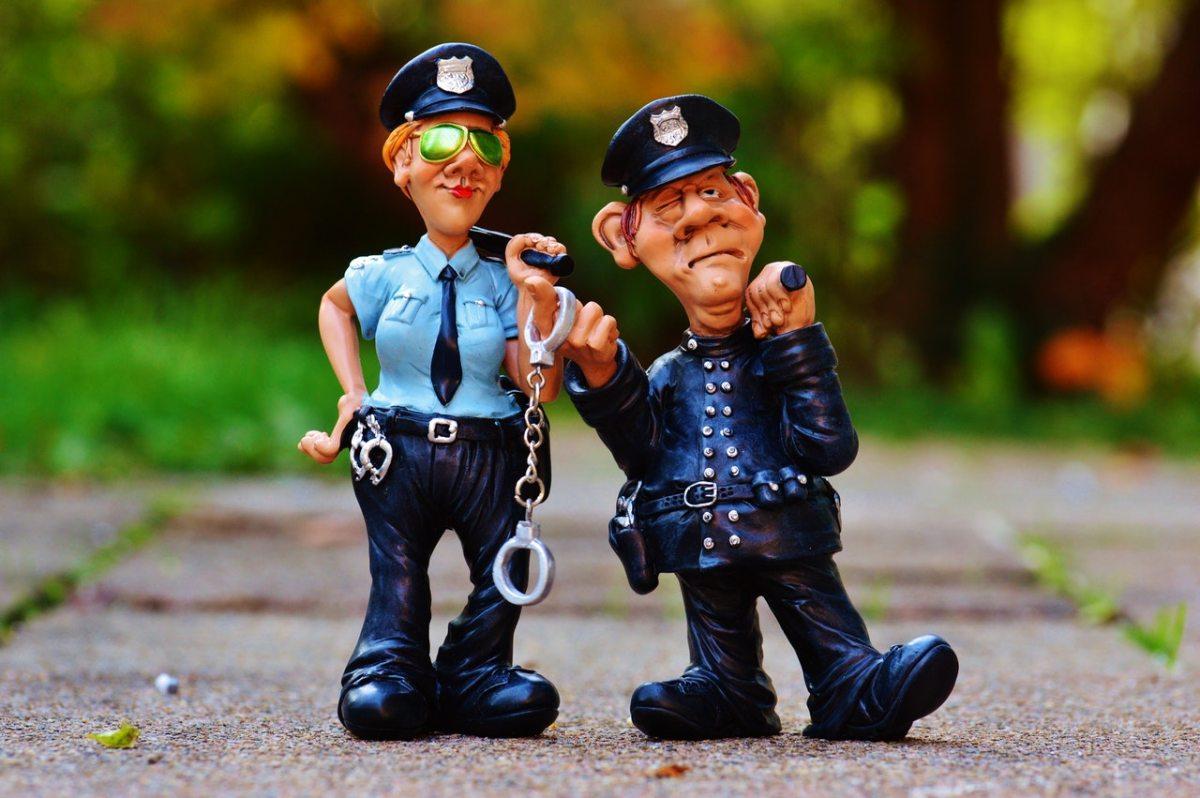 Polisi - Keseimbangan Tilang dan Damai - Herwin.jpg